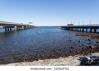 View in between the Houghton Bridge (left) and the actual Hays Inlet Fishing and Recreation Platform (right), the remains of the old Hoonibrook Bridge, the first bridge to the Redcliffe Peninsula