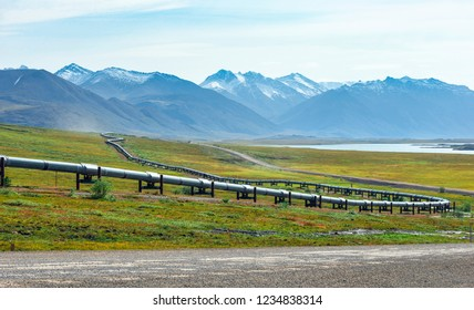 A view of the Brooks Range and the Trans-Alaska Pipeline from the Dalton Highway in Alaska, USA