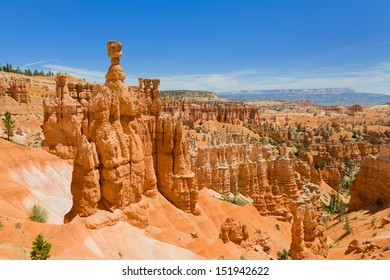 View of Bryce Canyon from the Navajo Loop Trail