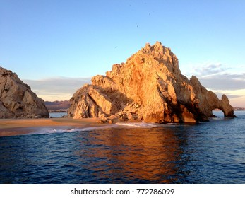 View Cabo San Lucas arch from the Pacific Ocean
