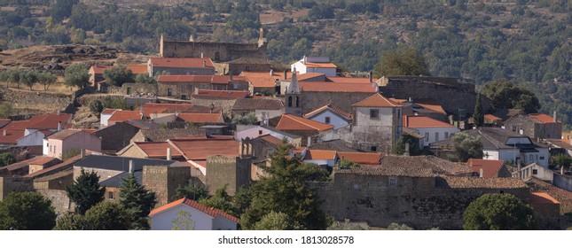 Vue sur le village de Castelo Mendo. C'est l'un des villages historiques du Portugal, situé dans le quartier de Guarda