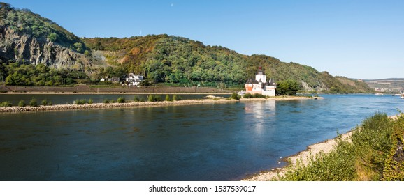 View of the Castle Pfalzgrafenstein in the middle of the Rhine seen from the small town of Kaub. Rhineland-Palatinate, Germany, Europe