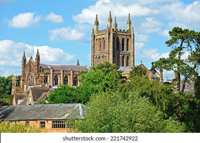 View of the Cathedral seen from the Wye Bridge, Hereford, Herefordshire, England, UK, Western Europe.
