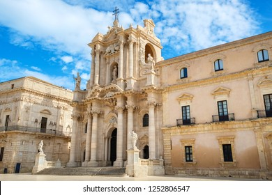 View of Cathedral of Syracuse (Duomo di Siracusa) in Piazza del Duomo. Ortygia, Syracuse (Siracusa), Sicily, Italy