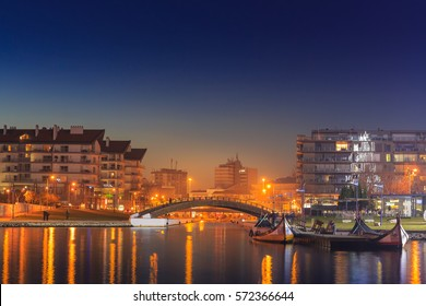 View from center town of Aveiro by night