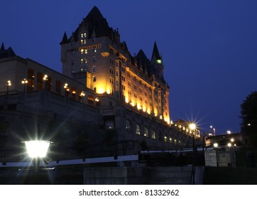 A view of the Chateau Laurier at dusk