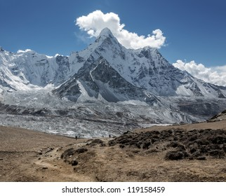 The view from the Chhukhung Ri on the Ama Dablam (6814 m) - Everest region, Nepal, Himalayas