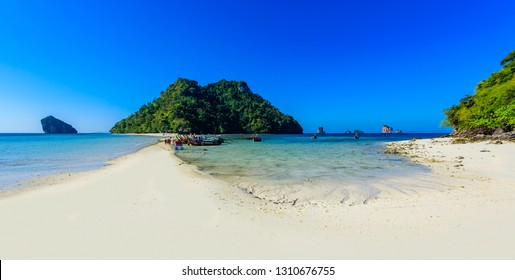 View to Chicken island. Paradise beach which connects 3 tropical islands together (Koh Kai, Koh Tup & Koh Mor). Andaman sea, Krabi province, Thailand.