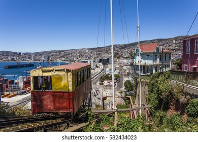 VIEW AT THE CITY FROM ASCENSOR ARTILLERIA ELEVATOR IN VALPARAISO - CHILE (SOUTH AMERICA)