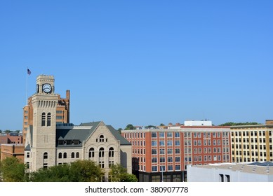 View of the city hall and buildings of downtown Sioux City, Iowa.