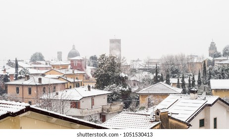 View of the city of Pietrasanta during an intense snowfall