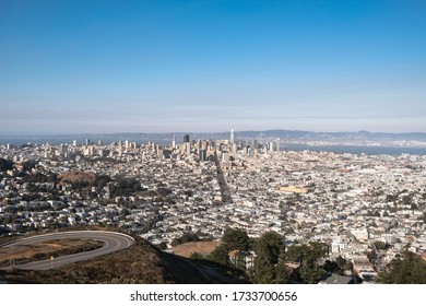 View of the city of San Francisco from the Twin Peaks viewpoint
