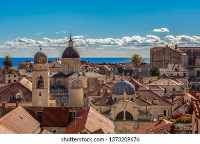 View from the city wall in Dubrovnik over the old town to the sea