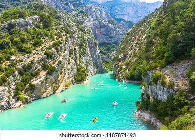 view to the cliffy rocks of Verdon Gorge at lake of Sainte-Croix, Provence, France, near Moustiers-Sainte-Marie, department Alpes-de-Haute-Provence, region Provence-Alpes-Côte d'Azur