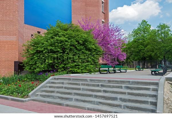 view-courtyard-steps-against-brick-600w-