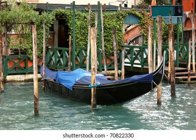 View of cubby with gondola. Venice. Italy