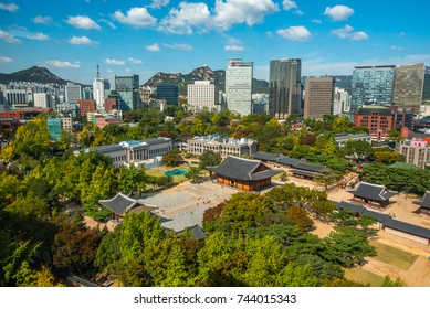 view of deoksugung palace in autumn seoul city korea: 19/10/2017 seoul korea