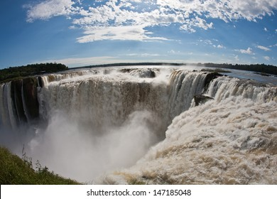 "View of the ""Devil's Throat"" through the ""fish-eye"" with the Argentine side of Iguassu Falls"