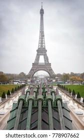 View of the Eiffel Tower from Jardins du Trocadero, Paris.