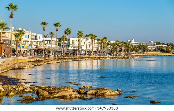 Vue du remblai du port de Paphos - Chypre