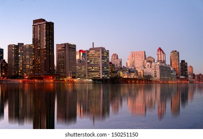 View to the evening Manhattan skyline from the Roosevelt island
