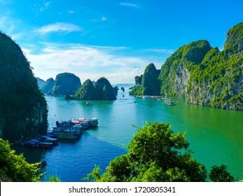 Aussicht auf das berühmte Weltkulturerbe Halong Bay in Vietnam