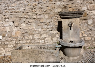 View of a fountain - Pernes-les-Fontaines - Vaucluse (France)