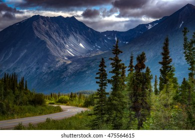 View of George Parks Highway in Denali National Park, Alaska with the mountains as a backdrop