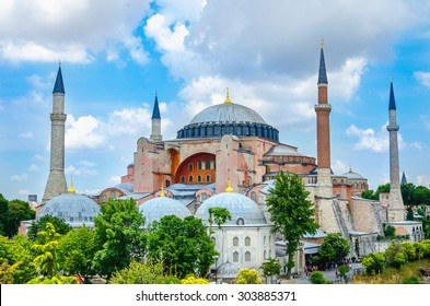View of Hagia Sophia, Christian patriarchal basilica, imperial mosque  and now a museum (Ayasofya M�¼zesi), Istanbul, Turkey