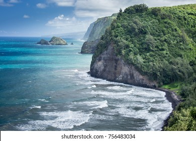 View from of the Hawaiian coastline on the Big Island of Oahu in Hawaii