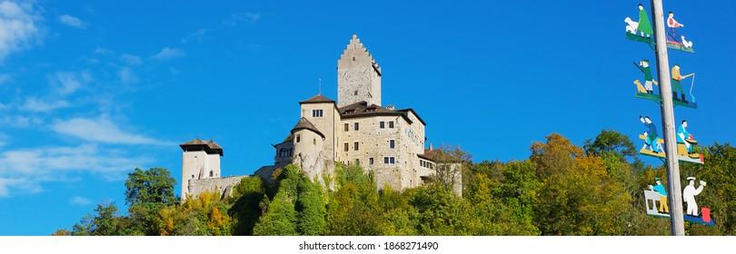 Aussicht auf die historische Burg Kipfenberg in Bayern