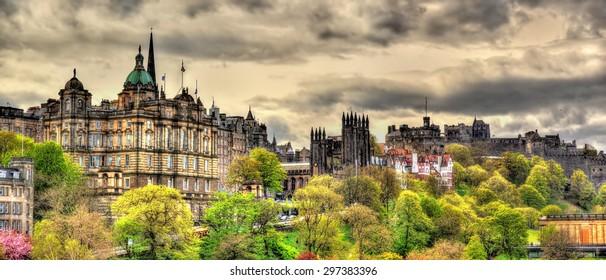 View of the historic centre of Edinburgh - Scotland
