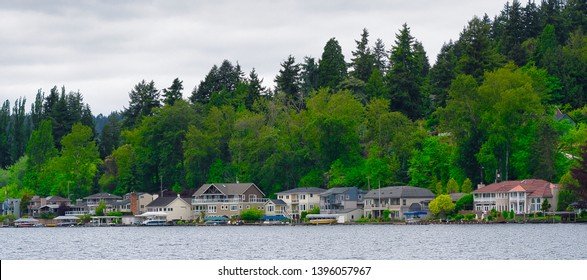 View of homes on the shore of Lake Washington from Log Boom Park