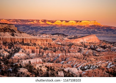 View of hoodoo and rock formationat under snow at Bryce Point in Bryce Canyon National Park, Utah, USA