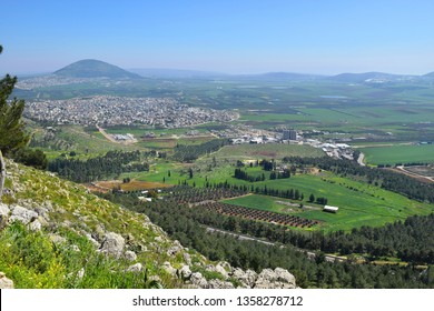 view of the Jezreel Valley, biblical Mount Tabor and the Arab villages at its foot, neighborhood Nazareth, Israel