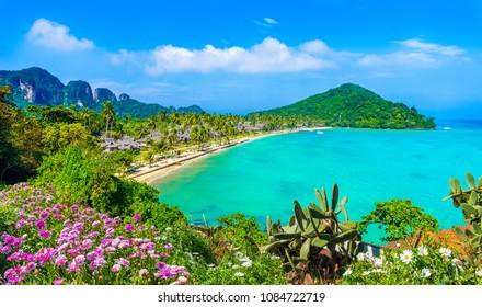 View of Loh Ssamah Bay at Ko Phi Phi Lee island, Krabi Province, Andaman Sea, Thailand