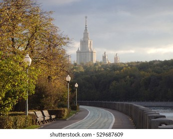 A view of Luzhnetskaya embankment