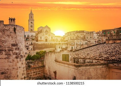 view of Matera at sunset, view of Matera at golden hour, Rays of light in Matera at sunset, Matera at sunset, orange lights