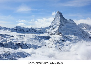 Blick auf das Matterhorn von der Bergstation Rothorn. Schweizer Alpen, Wallis, Schweiz.