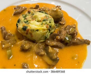 A view of meat mix with sauce and vegetable