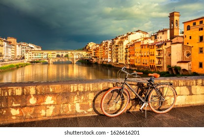 View of medieval stone bridge Ponte Vecchio over Arno river and vintage bicycle in Florence, Tuscany, Italy. Florence cityscape. Florence architecture and landmark.