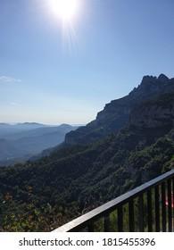 Vista de la montaña de Montserrat en Barcelona, Cataluña, España.