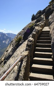 View from Moro Rock in Sequoia National Park, eastern California.