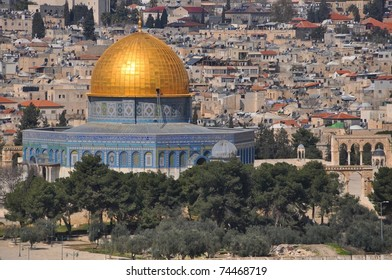 View from the Mountain of Olives on the Dome of the Rock and Temple Mount in East Jerusalem. Israel