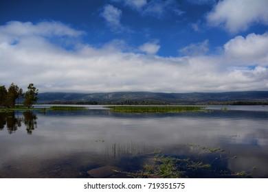 A view of a mountain range across a lake