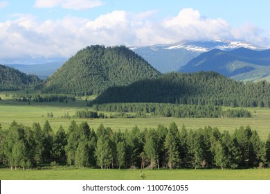 View of the mountain village of Elo, Ongudaysky district, Altai, Russia