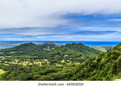 The view from the Nuuanu Pali Lookout on the Windward side of Oahu Hawaii