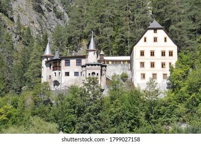Vista de un antiguo castillo en la región alemana de Baviera