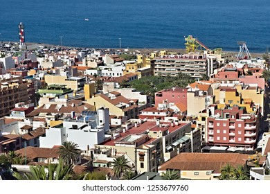 View of the old town of Puerto de la Cruz. From above you can see the colorful houses and flat roofs as well as the blue Atlantic