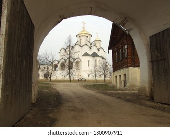 View on ancient stone Resurrection Church through church gate in Suzdal, Russian Federation, in springtime, UNESCO world heritage site. Traditional gold domes of russian sacral architecture.